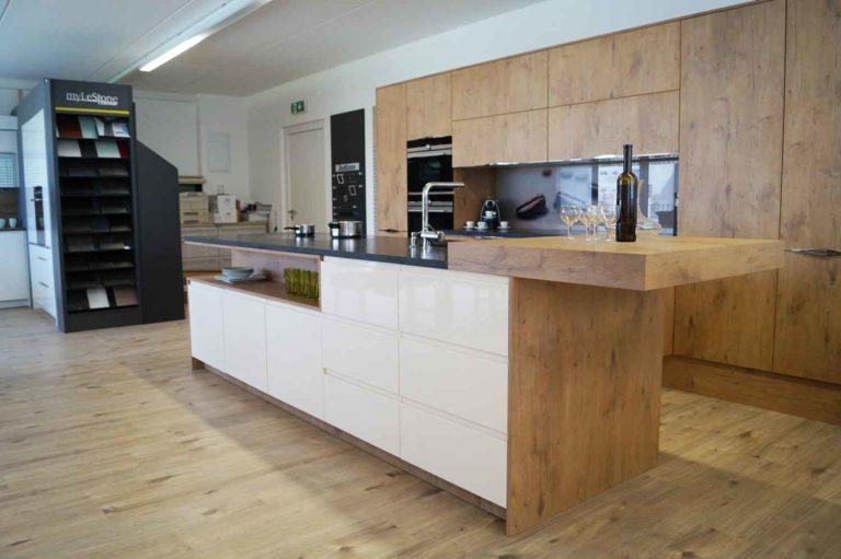 moderne k che mit 8 jahren service garantie in vorarlberg. Black Bedroom Furniture Sets. Home Design Ideas